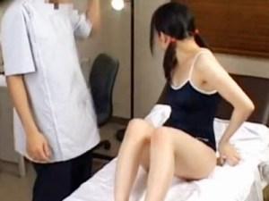 【マッサージ盗撮動画】ツインテール&スクール水着の女子校生がオイルエステで騙された様子を隠し撮り…