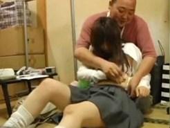 【JKレイプ盗撮動画】万引きした女子校生にお仕置き…自分の父親より年上のオッサンに犯される様子を隠し撮り…