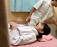 【マッサージ盗撮動画】黒髪ショートのロリ可愛い少女にオイルエステ…小さいおっぱいの感度がヤバイww