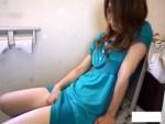 【素人トイレオナニー盗撮動画】公衆トイレでオシッコ後に中指挿入して自慰行為するギャルを隠しカメラ撮り…