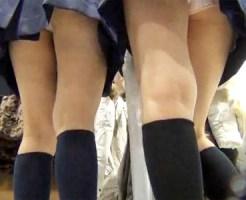 【JKパンチラ盗撮動画】雑貨屋で友達とショッピングを楽しむミニスカ制服の女子校生を逆さ撮りww