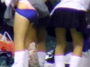 【JK野外着替え盗撮動画】女子校生チアガールが練習後に衣装から制服に集団で生着替えww
