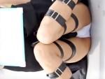 【C88コスプレ盗撮動画】コミケ89ももうすぐ開催!コスプレ広場で座りパンチラしてるレイヤーを隠し撮り…