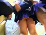 【女子校生パンチラ動画】放課後が過ぎた街はミニスカ女子校生で溢れかえる…撮り放題の逆さ撮りww