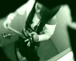 【おしっこ隠盗動画】渋谷109のスタッフ専用トイレに隠しカメラ…可愛いギャル店員の放尿姿を隠し撮りww