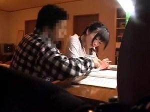【ロリレイプ盗撮動画】両親留守とわかった家庭教師が妹の大事な部分をいじり怯えた顔を隠しカメラ撮り…