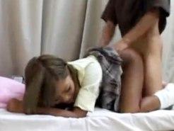 【SEX隠撮動画】女子校生リフレで足ツボマッサージを受ける客が諭吉渡して援交する現場を隠しカメラ撮りww