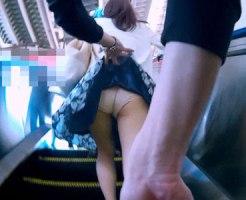 【パンチラ隠撮動画】ナイロンパンスト越しに見えるパンモロをスカート捲りで隠し撮りww