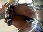 【逆さ撮り隠撮動画】ミニスカ生足の可愛いアパレル店員の接客狙ってパンチラを隠し撮りww