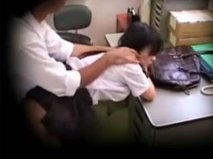 【SEX隠撮動画】受験のストレスから万引きをした幼い顔の女子校生に人生棒に振る生中出し…
