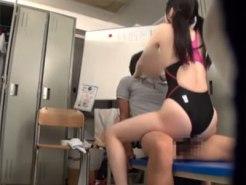 【SEX隠撮動画】水泳部顧問の隠しカメラ映像が流出…引き締まった身体の女子校生と部室でセックスww