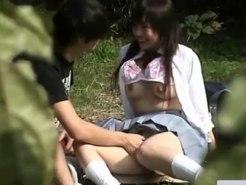 【青姦隠撮動画】セックス覚えたての女子校生が彼氏の頼みで野外フェラを笑顔で受け入れた瞬間ww