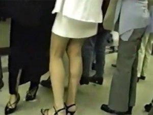 【逆さ撮り隠撮動画】駅構内で見つけたミニスカタイトのOLや学校帰りの女子校生を中心にパンチラ隠し撮りww
