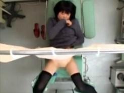 【病院隠撮動画】膣内の検査と騙され産婦人科でローター入れたまま放置された人妻が自然とオナニー開始ww