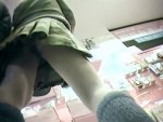 【逆さ撮り隠撮動画】彼氏が心配するほどの短すぎるスカートを履いた素人ギャルを隠し撮りww