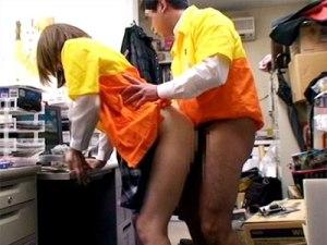 【SEX隠撮動画】母子家庭で金に困っているアルバイトに時給アップするから…と言い寄る店長の隠しカメラ撮り映像ww