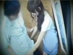 【試着室隠撮動画】裾上げ中のアパレル店員は男性客の足元しか見ていない…顔を上げたとき生チン参上ww