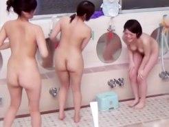 【銭湯隠撮動画】貸し切り状態で銭湯に入った女子大生の悪ふざけがあまりにヒドイ件ww