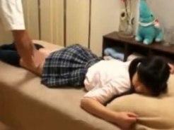 【JKエステ盗撮動画】アイドル活動を夢見る女子校生…親の勧めで人生初エステが処女喪失現場にww