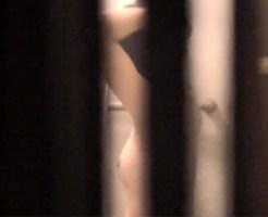 【民家盗撮動画】隣人の綺麗なおねえさんが陥没乳首丸出しでシャワーしてるところを隠し撮りww