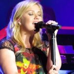 Kelly Clarkson Covers Mumford & Sons 'I Will Wait': VIDEO