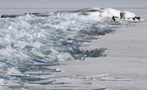 ice stacking on lake superior