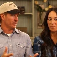 'Hit Piece' on HGTV Hosts Chip and Joanna Gaines' Views on Gay Rights Causes Controversy – VIDEOS
