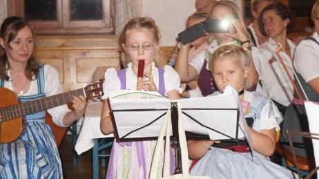 Kinder- und Jugend-Hoagascht 16.11.19 Marlene Stockinger und Sara Steindlmüller