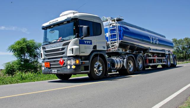 Camion_de_LAC_para_YPF_en_ruta