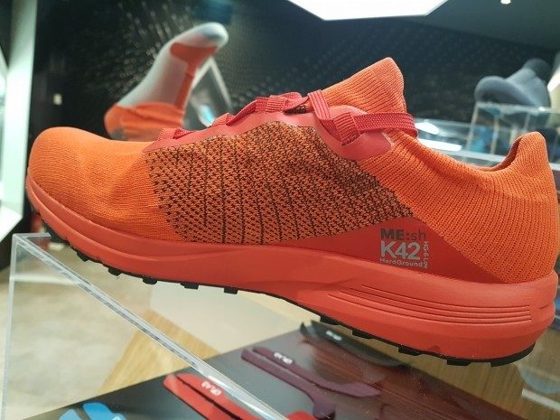 wholesale dealer 69f48 b2443 Sen om man kollar på bilderna som finns på skorna hittills så ser man inte  hur snörningen fungerar samt att skon är mer som en strumpa ovantill.