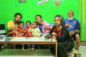 Jafeth, his wife, son, daughter-in-law and grandchildren were wonderful company on my last night in Wamena.  Even the baby girl was given betel husks to chew.