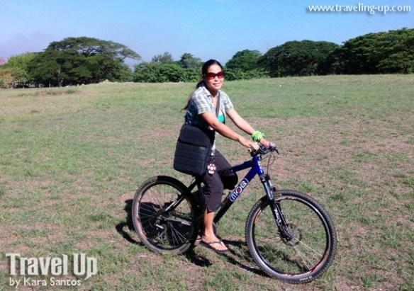 01. targus emerald green messenger bag biking
