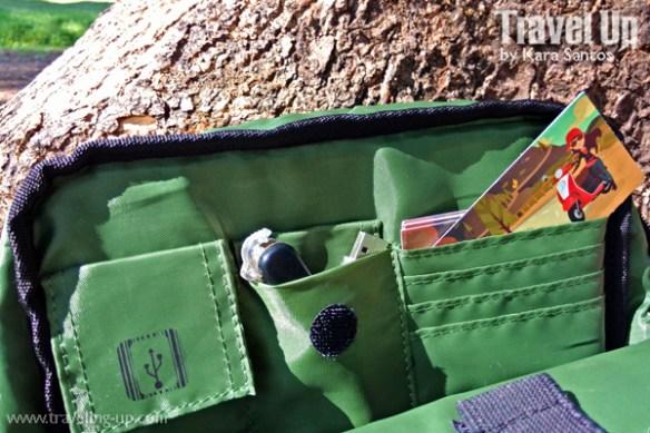 04. targus ecosmart messenger bag compartments