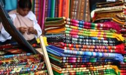 03_Textile-Vendor-Otovalo-market-Ecuador