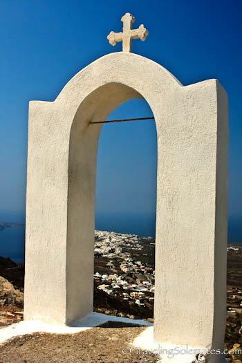 Chapel along hiking trail in Santorini, Greece