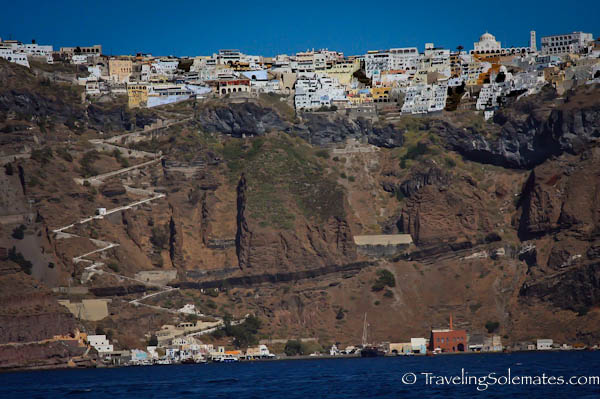 Sailing away from Fira, Santorini, Grece