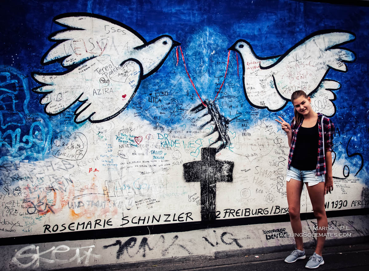 Girl Peace Sign, Doves, Arts, Paintings in Berlin Wall's East Side Gallery