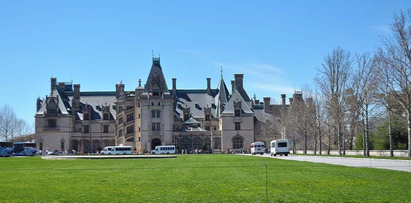 Biltmore House draws crowds to Asheville all year long. Notice how the mullioned windows spiral up the tower to the left of the main entry. Photo: Carolyn Burns Bass