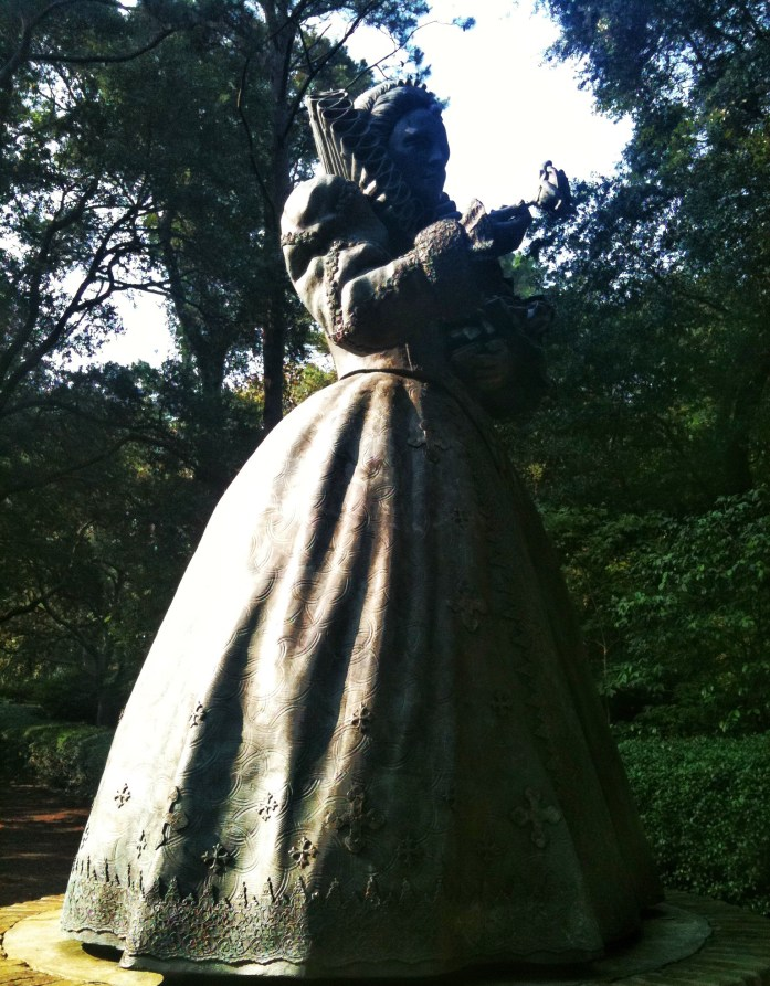 Elizabethan-Gardens-Roanoke-Island-things-to-do-in-the-outer-banks-statue