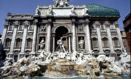 Trevi Fountain, Rome © Travel Signposts