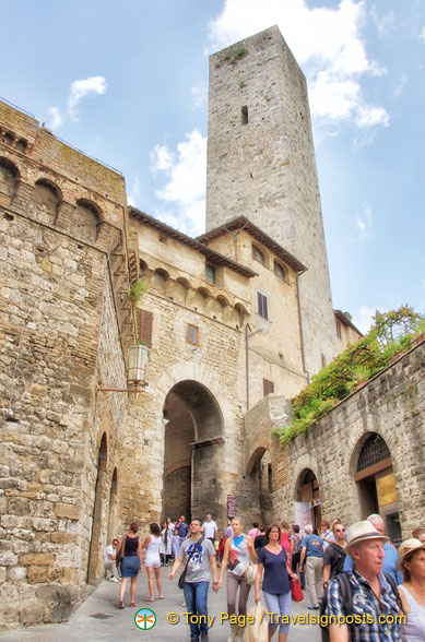 Torre dei Becci and the Arco dei Becci, San Gimignano