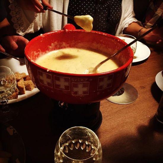 Fondue isch guet und git e gueti Luune #figugegl #fondue #food #cheese