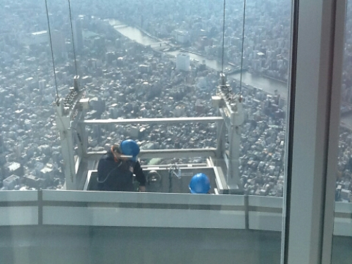 Window cleaners at Tokyo Skytree