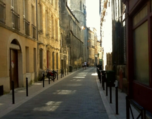 Old buildings lining the streets of Bordeaux