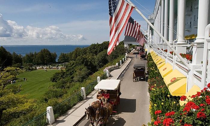 Mackinac Grand Hotel - view & carriage
