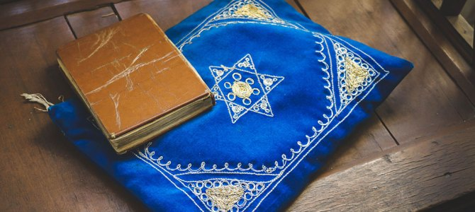Synagogue Hopping and Wandering Through Tehran's Jewish Neighbourhood