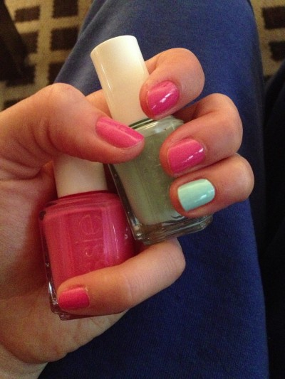 I'll pretend it's spring and paint my nails with Essie: Off The Shoulder and Mint Candy Apple!