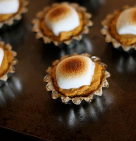 Mini-Pumpkin-Pie-Smores-Tarts 1