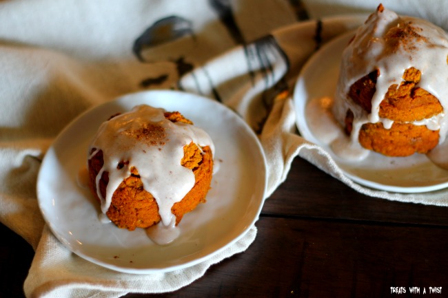 Pumpkin Chai Chocolate Chip Mini Cakes (treatswithatwist.com) #glutenfree #autumn #pumpkin #chai