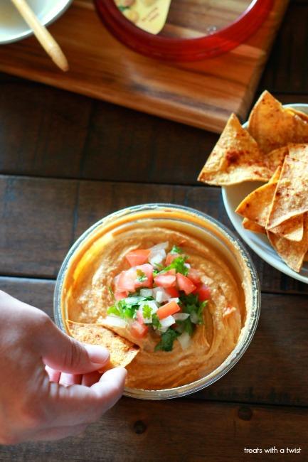 Cilantro Lime Fresh Salsa Hummus Topper // treatswithatwist.com